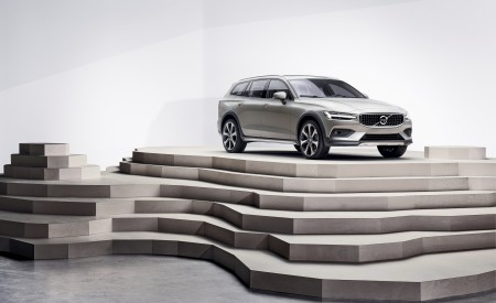 2019 Volvo V60 Cross Country Front Three-Quarter Wallpaper 450x275 (21)
