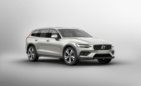 2019 Volvo V60 Cross Country Front Three-Quarter Wallpaper 450x275 (14)