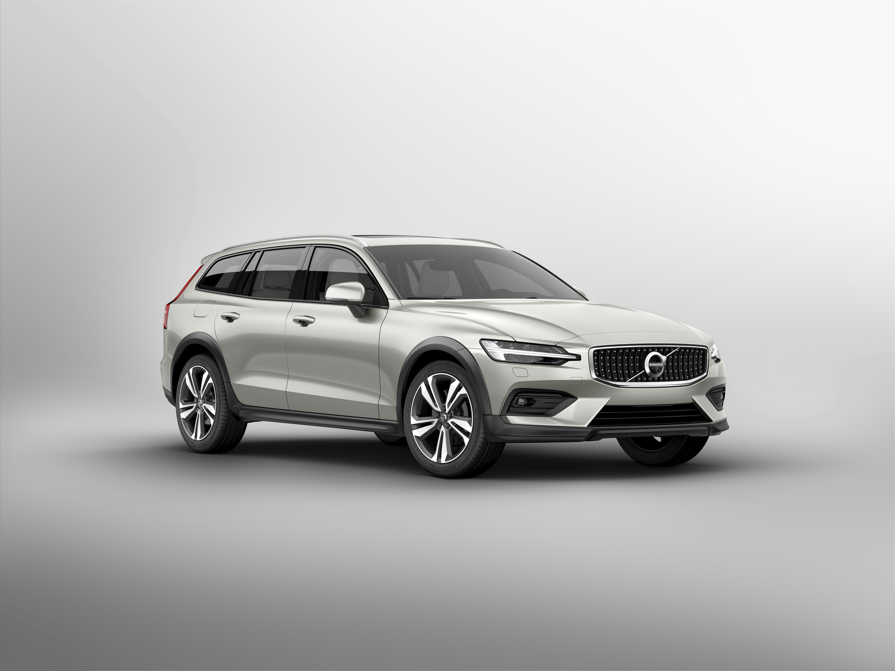 2019 Volvo V60 Cross Country Front Three-Quarter Wallpapers (14)