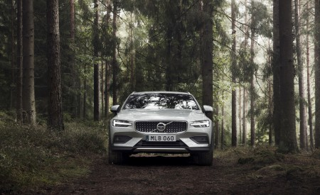 2019 Volvo V60 Cross Country Front Wallpapers 450x275 (7)