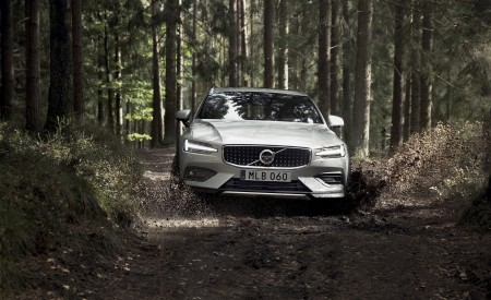 2019 Volvo V60 Cross Country Front Wallpapers 450x275 (8)