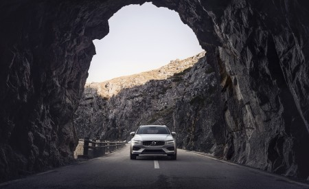 2019 Volvo V60 Cross Country Front Wallpapers 450x275 (2)