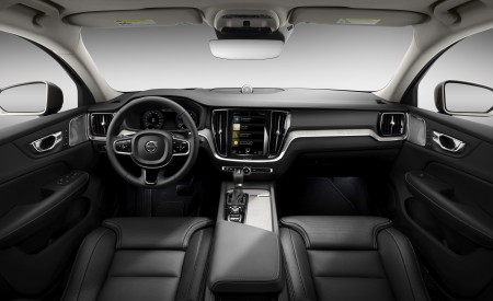 2019 Volvo V60 Cross Country Interior Cockpit Wallpaper 450x275 (27)