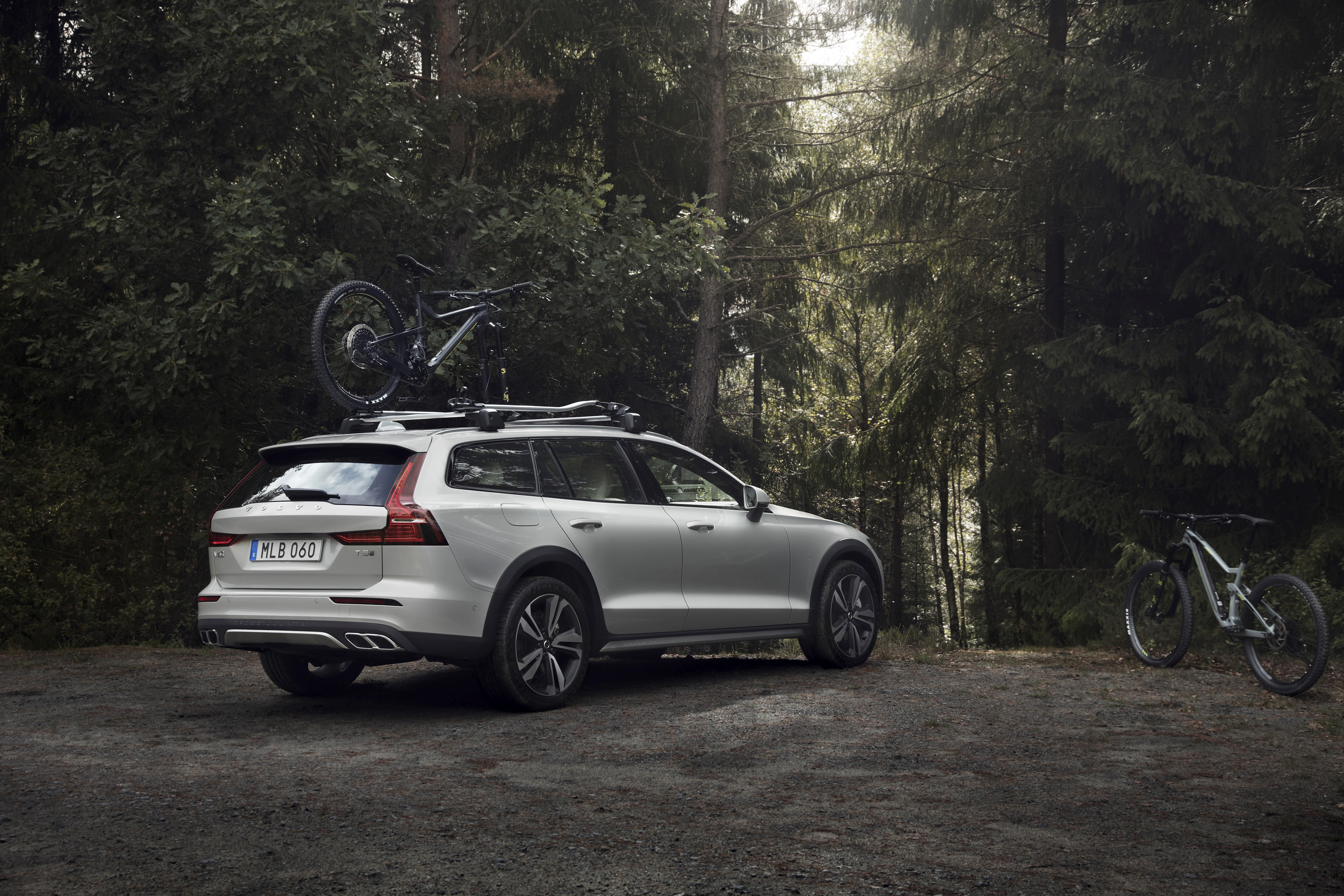 2019 Volvo V60 Cross Country Rear Three-Quarter Wallpapers (4)