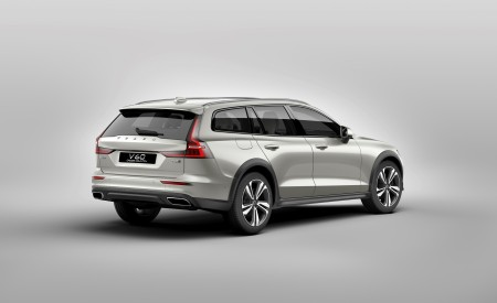 2019 Volvo V60 Cross Country Rear Three-Quarter Wallpaper 450x275 (16)