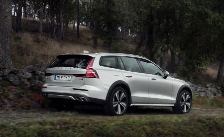 2019 Volvo V60 Cross Country Rear Three-Quarter Wallpaper 450x275 (5)