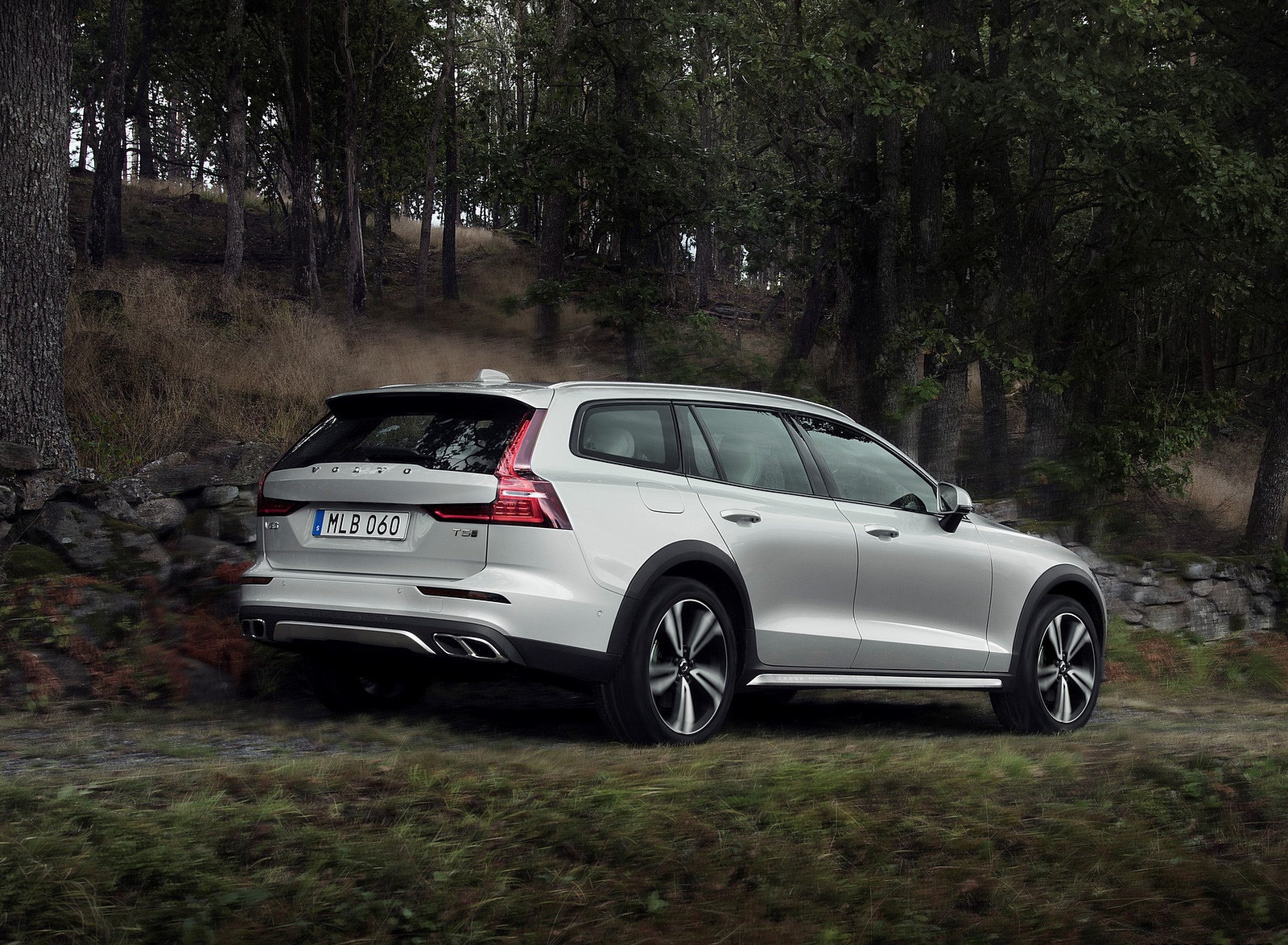 2019 Volvo V60 Cross Country Rear Three-Quarter Wallpapers (5)