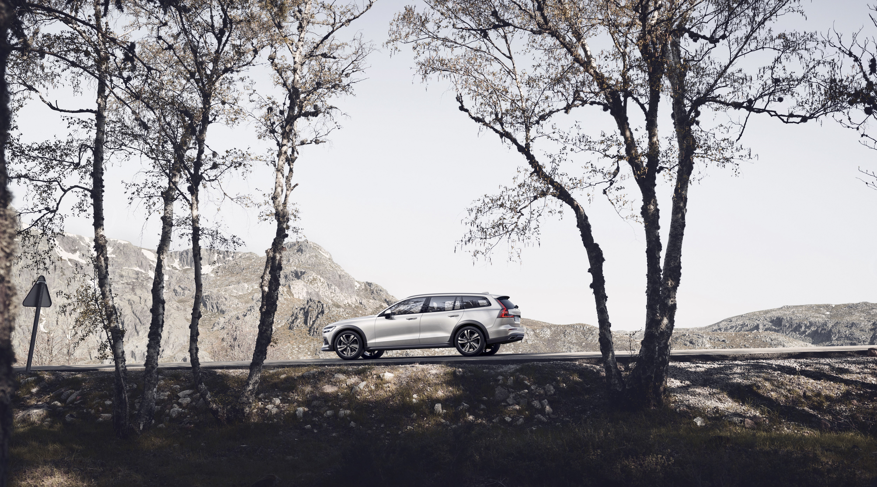 2019 Volvo V60 Cross Country Side Wallpapers (10)