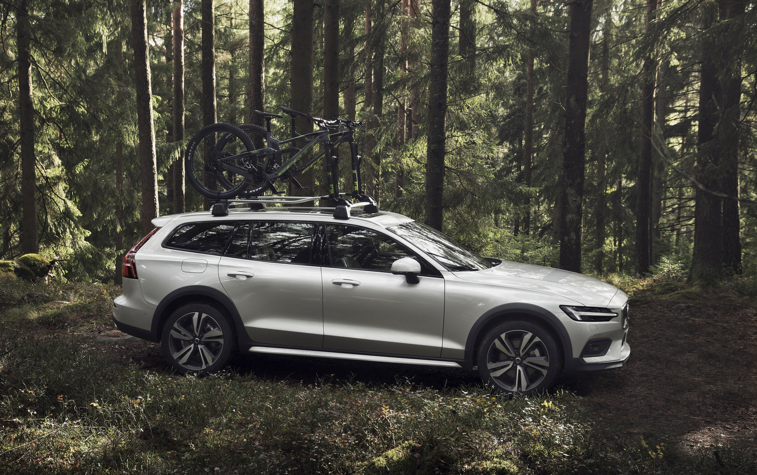 2019 Volvo V60 Cross Country Side Wallpapers (11)