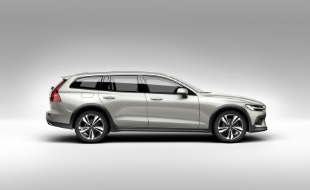 2019 Volvo V60 Cross Country Side Wallpaper 450x275 (18)