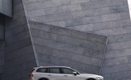 2019 Volvo V60 Cross Country Side Wallpaper 450x275 (12)
