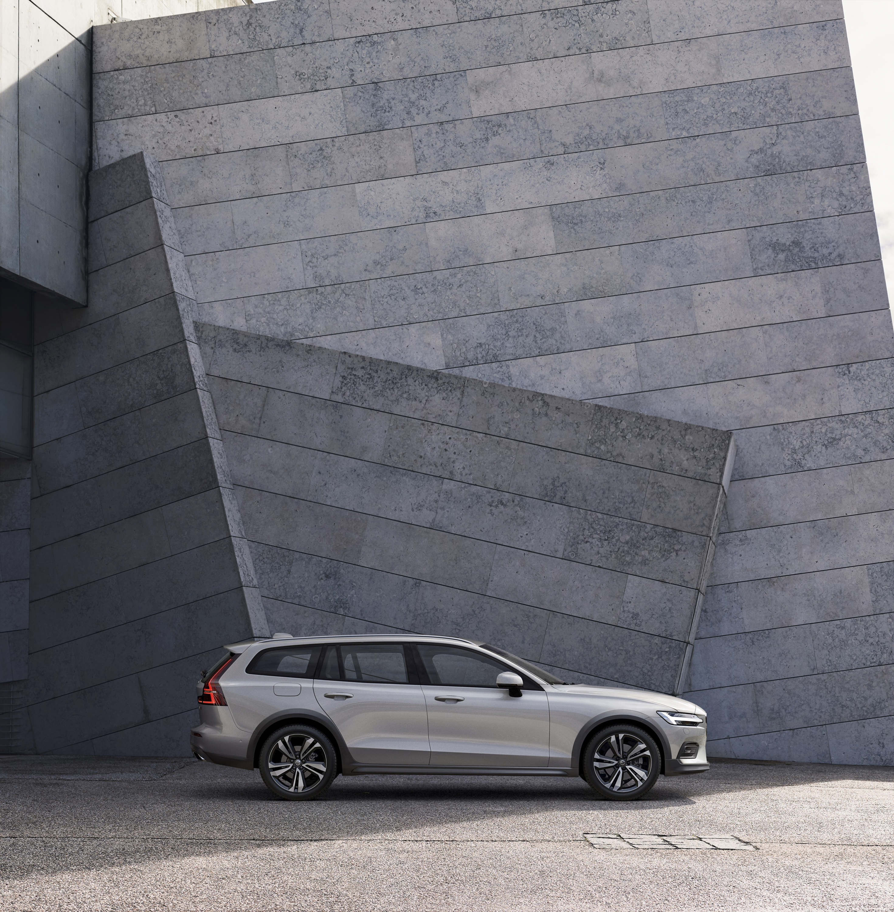 2019 Volvo V60 Cross Country Side Wallpapers (12)