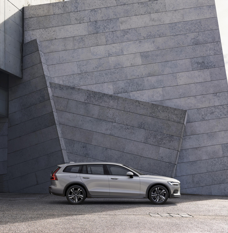 2019 Volvo V60 Cross Country Side Wallpaper (12)