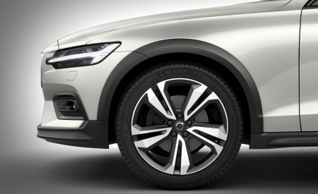 2019 Volvo V60 Cross Country Wheel Wallpaper 450x275 (20)