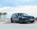 2019 Volvo V60 Front Three-Quarter Wallpaper 150x120 (12)