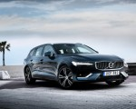 2019 Volvo V60 Front Three-Quarter Wallpaper 150x120 (13)