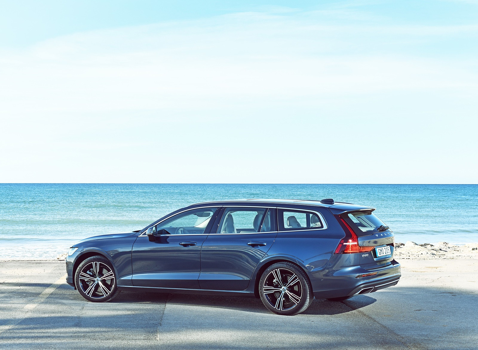 2019 Volvo V60 Rear Three-Quarter Wallpaper (14)