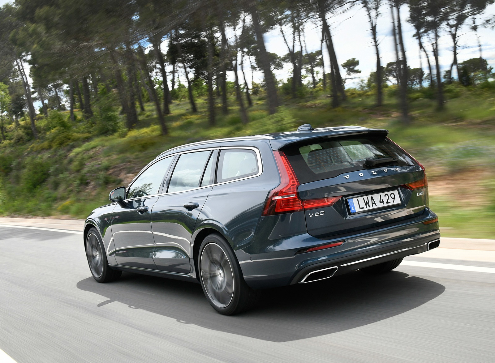 2019 Volvo V60 Rear Three-Quarter Wallpaper (4)