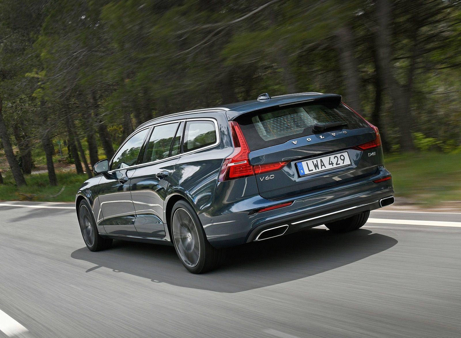 2019 Volvo V60 Rear Three-Quarter Wallpaper (9)