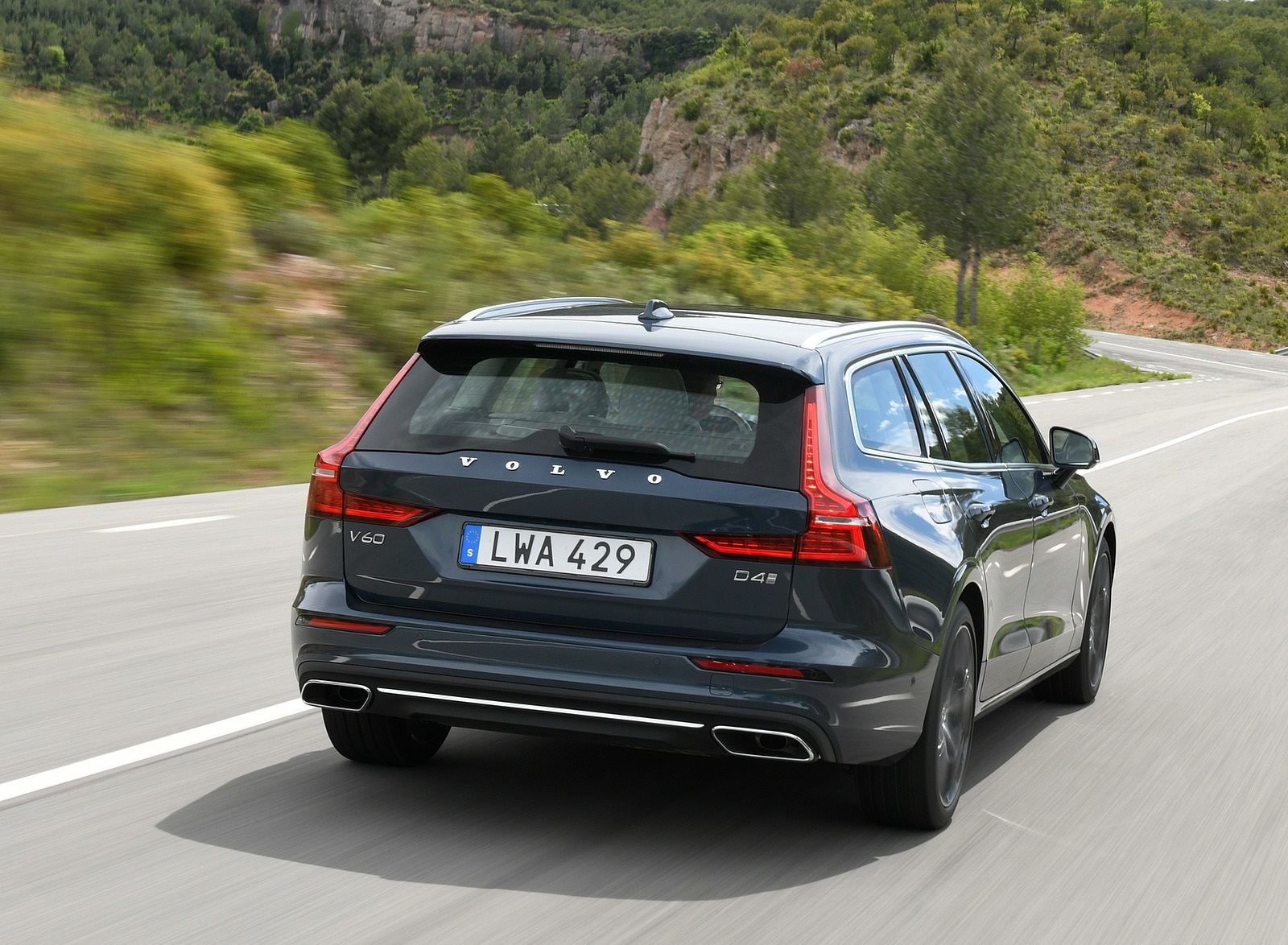 2019 Volvo V60 Rear Wallpaper (5)
