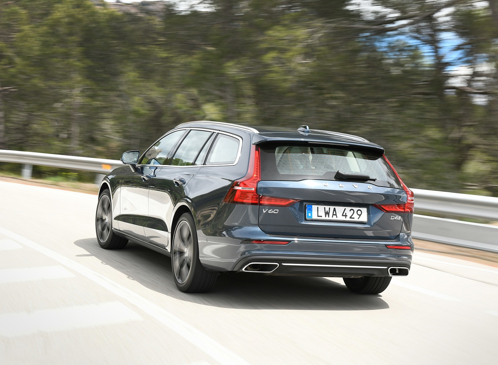 2019 Volvo V60 Rear Wallpaper (6)