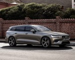 2019 Volvo V60 T6 AWD Inscription (Color: Pebble Grey Metallic) Front Three-Quarter Wallpaper 150x120 (37)