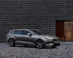 2019 Volvo V60 T6 AWD Inscription (Color: Pebble Grey Metallic) Front Three-Quarter Wallpaper 150x120 (38)