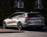 2019 Volvo V60 T6 AWD Inscription (Color: Pebble Grey Metallic) Rear Three-Quarter Wallpaper 150x120 (32)
