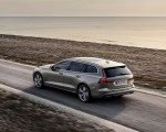 2019 Volvo V60 T6 AWD Inscription (Color: Pebble Grey Metallic) Rear Three-Quarter Wallpaper 150x120 (28)