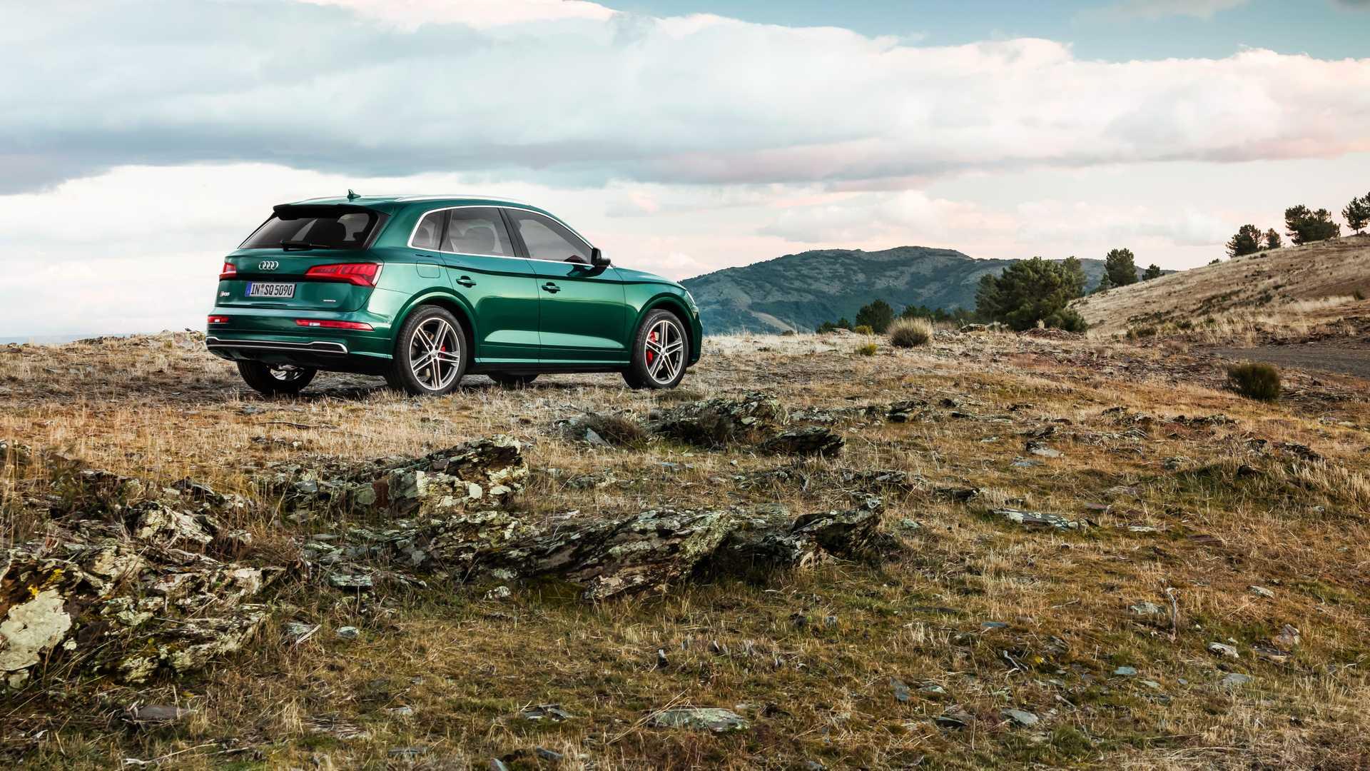 2020 Audi SQ5 TDI (Color: Azores Green Metallic) Rear Three-Quarter Wallpapers (3)
