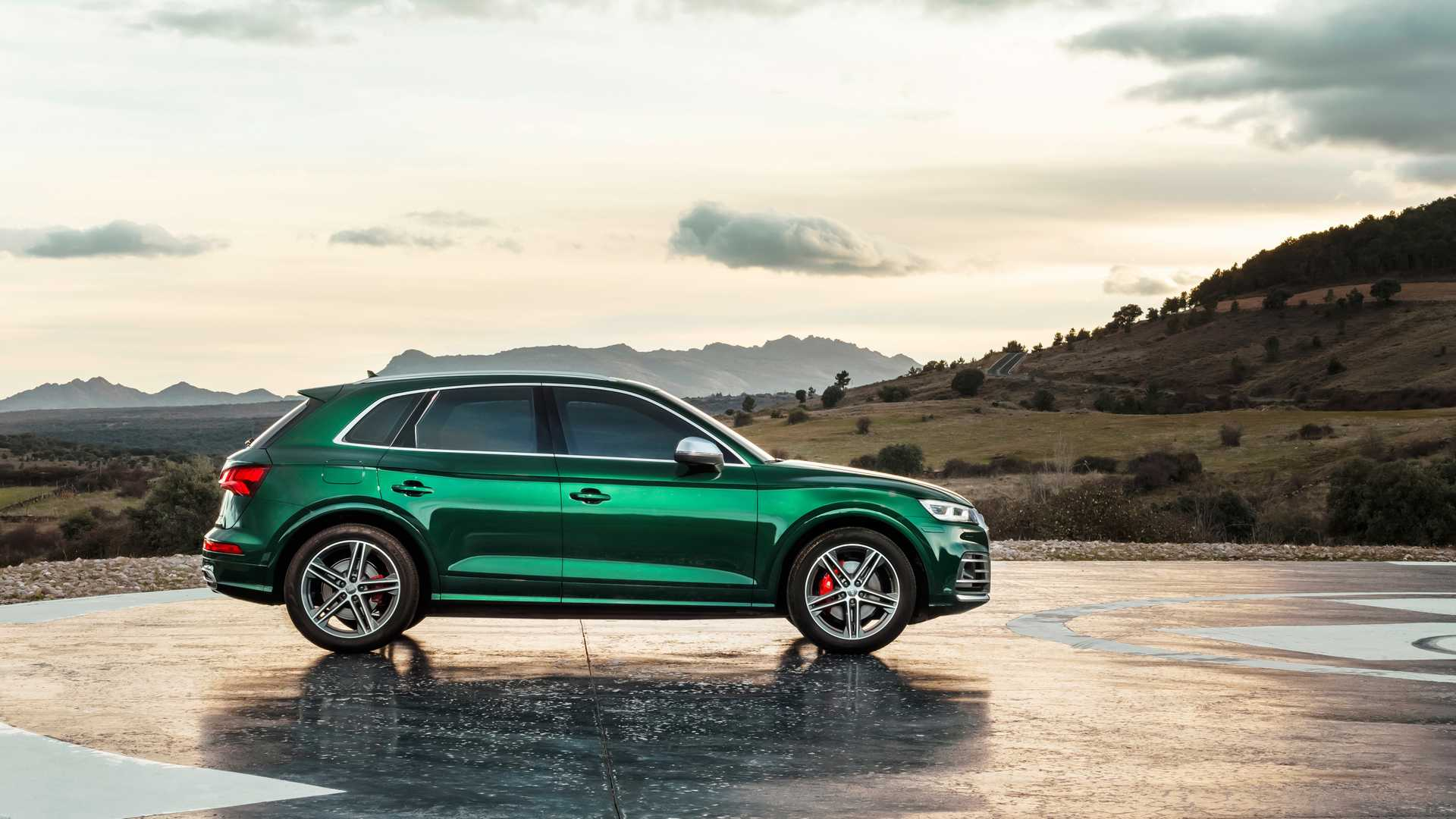 2020 Audi SQ5 TDI (Color: Azores Green Metallic) Side Wallpapers (8)