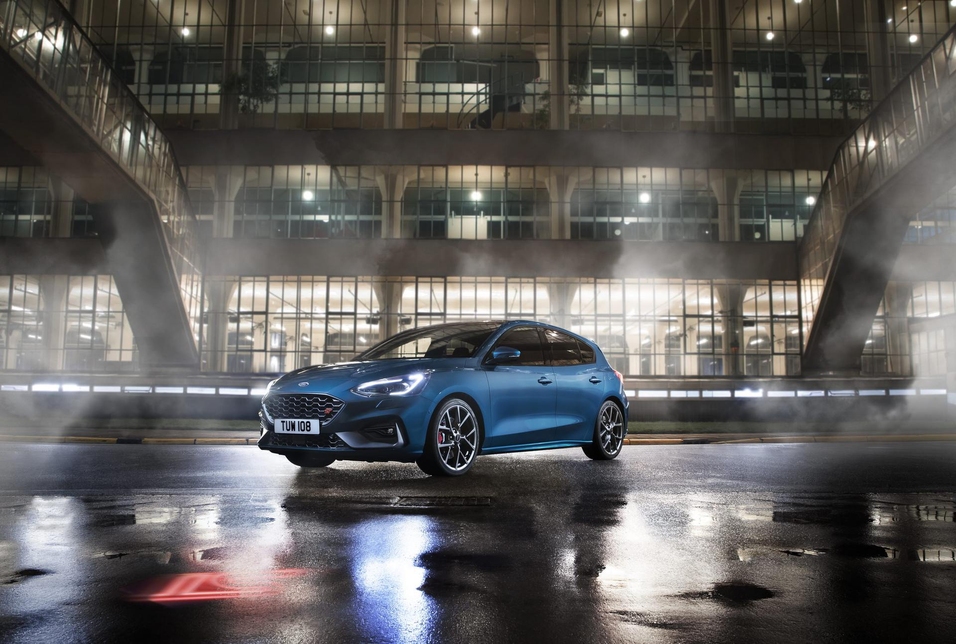 2020 Ford Focus ST Front Three-Quarter Wallpaper (11)