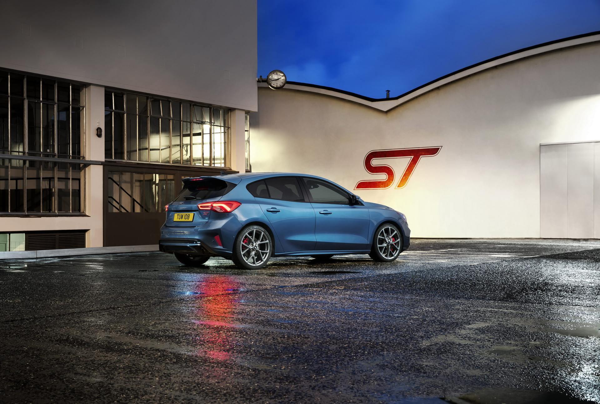 2020 Ford Focus ST Rear Three-Quarter Wallpaper (13)