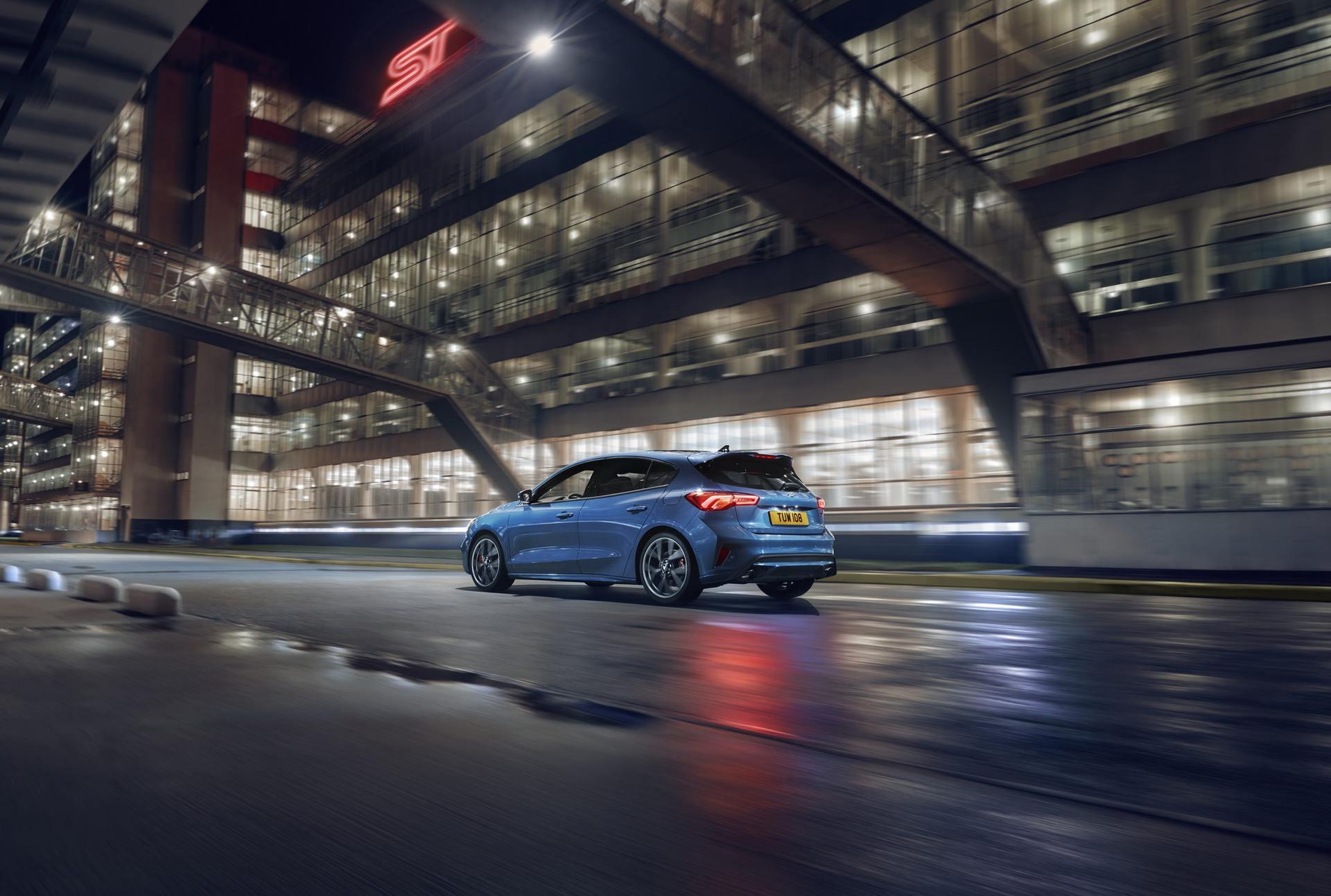 2020 Ford Focus ST Rear Three-Quarter Wallpaper (14)