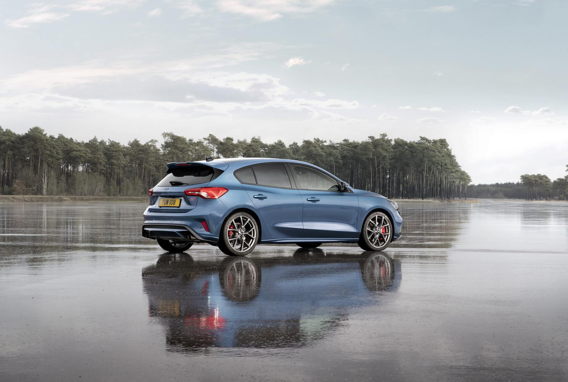 2020 Ford Focus ST Rear Three-Quarter Wallpapers (8)