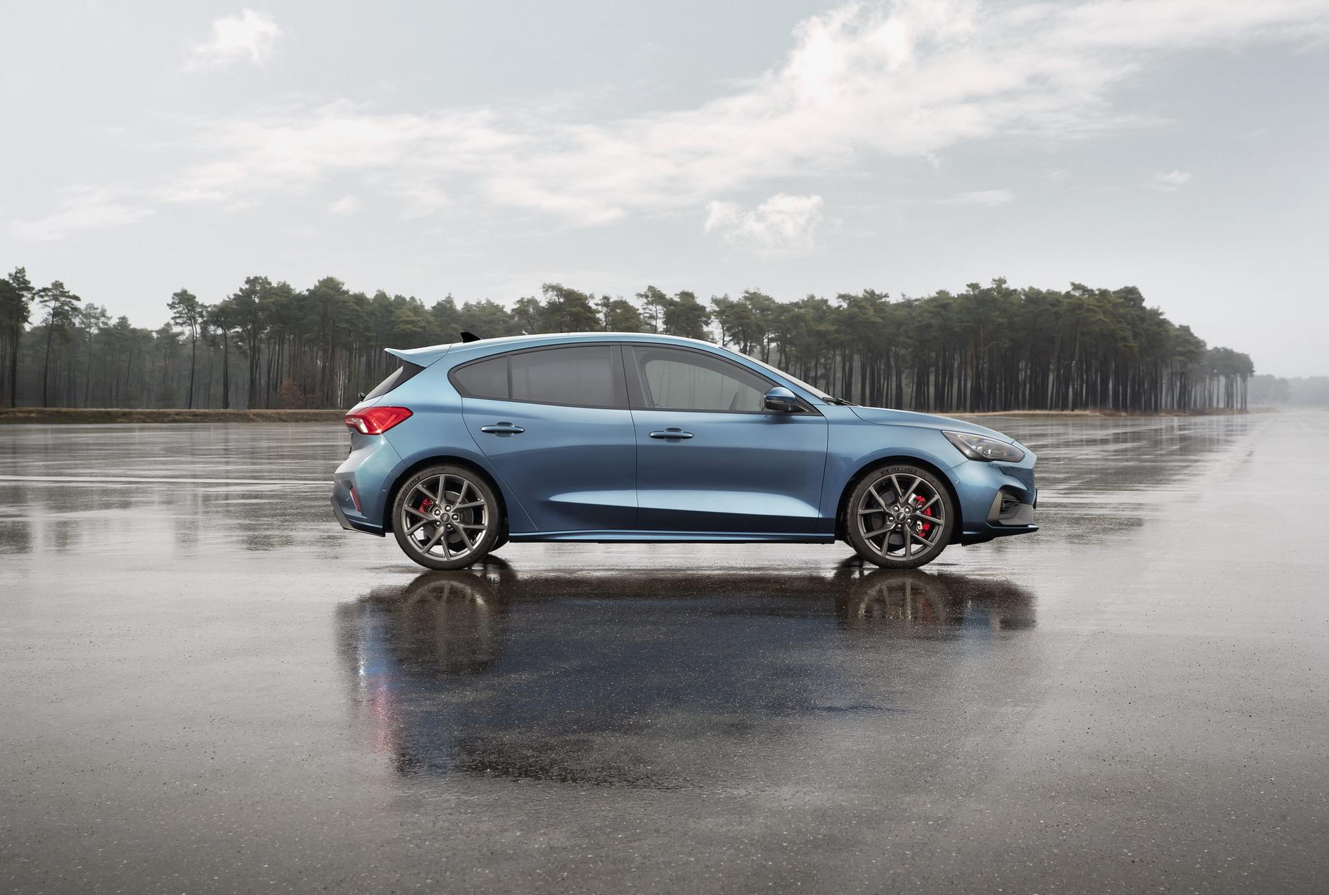 2020 Ford Focus ST Side Wallpapers (9)