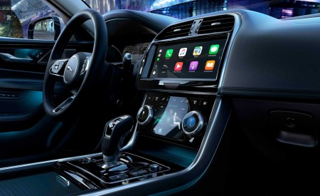 2020 Jaguar XE Central Console Wallpapers 450x275 (121)