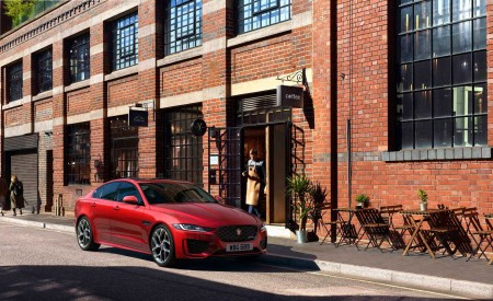 2020 Jaguar XE Front Three-Quarter Wallpapers 450x275 (90)