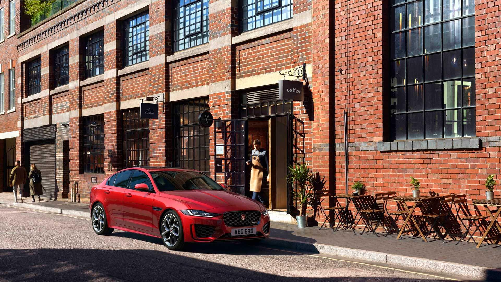 2020 Jaguar XE Front Three-Quarter Wallpaper (2)