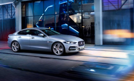 2020 Jaguar XE Front Three-Quarter Wallpapers 450x275 (108)