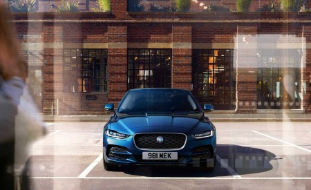 2020 Jaguar XE Front Wallpapers 450x275 (100)
