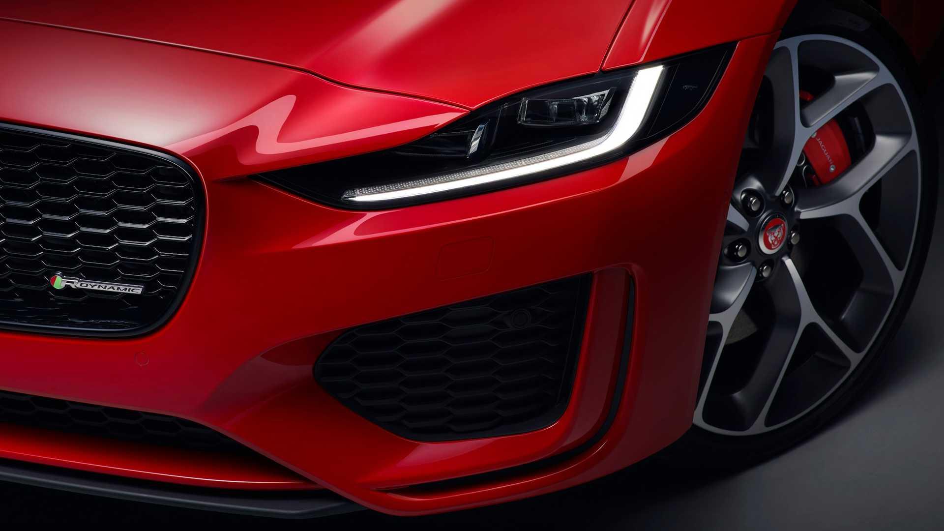 2020 Jaguar XE Headlight Wallpaper (8)