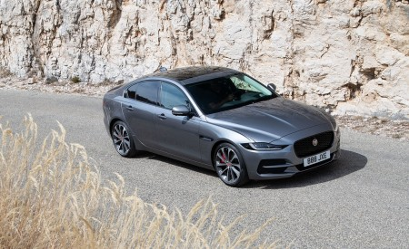 2020 Jaguar XE S D180 (Color: Eiger Grey) Front Three-Quarter Wallpapers 450x275 (41)