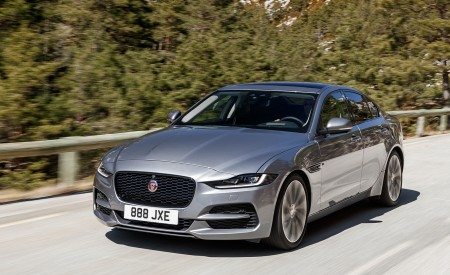 2020 Jaguar XE S D180 (Color: Eiger Grey) Front Three-Quarter Wallpapers 450x275 (32)