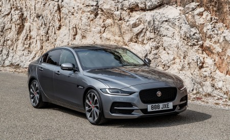 2020 Jaguar XE S D180 (Color: Eiger Grey) Front Three-Quarter Wallpapers 450x275 (42)