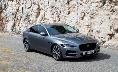 2020 Jaguar XE S D180 (Color: Eiger Grey) Front Three-Quarter Wallpapers 450x275 (44)