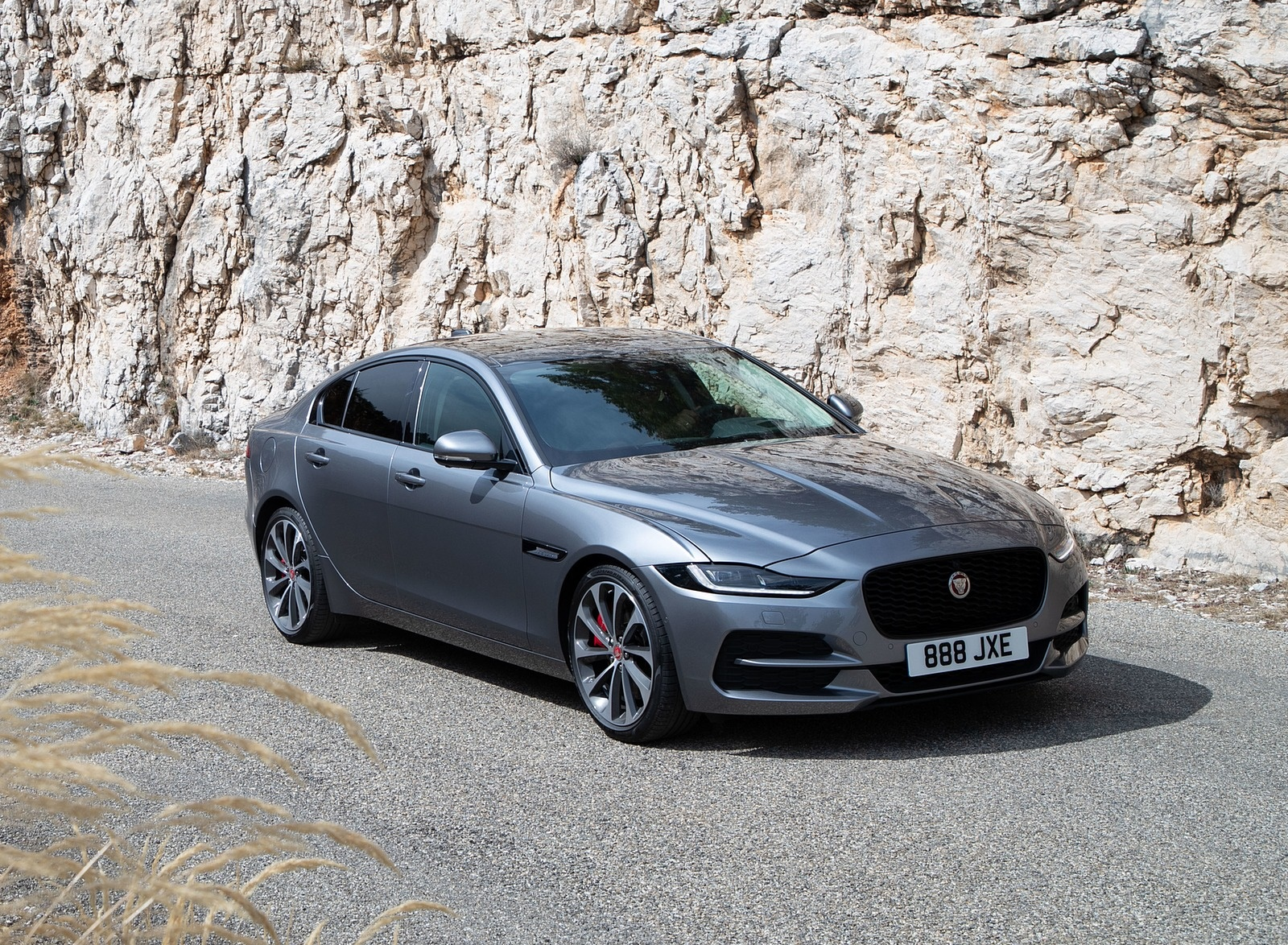 2020 Jaguar Xe S D180 Color Eiger Grey Front Three Quarter Wallpapers 44 Newcarcars