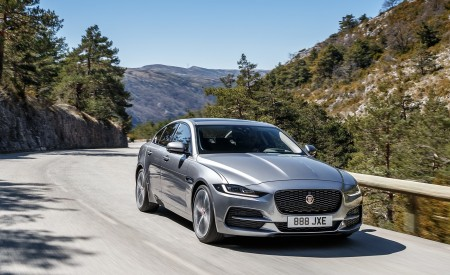 2020 Jaguar XE S D180 (Color: Eiger Grey) Front Three-Quarter Wallpapers 450x275 (34)