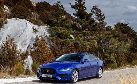 2020 Jaguar XE S R-Dynamic P250 (Color: Caesium Blue) Front Three-Quarter Wallpapers 450x275 (74)