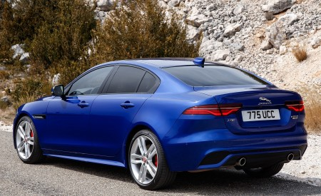 2020 Jaguar XE S R-Dynamic P250 (Color: Caesium Blue) Rear Three-Quarter Wallpapers 450x275 (77)